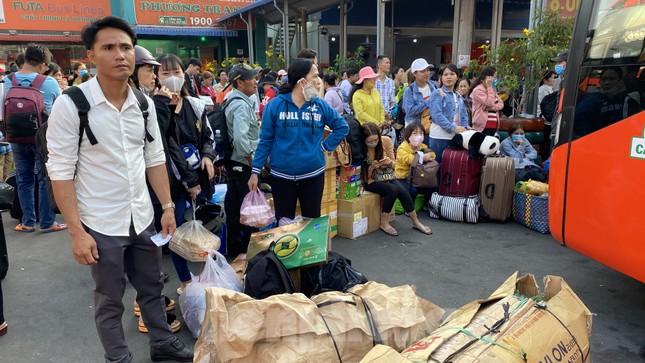 Người dân miền Tây ùn ùn rời Sài Gòn về quê ăn Tết ảnh 5