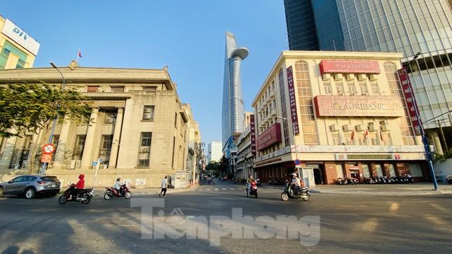 Đường phố Sài Gòn thông thoáng ngày đầu nghỉ Tết Nguyên đán 2020 ảnh 13