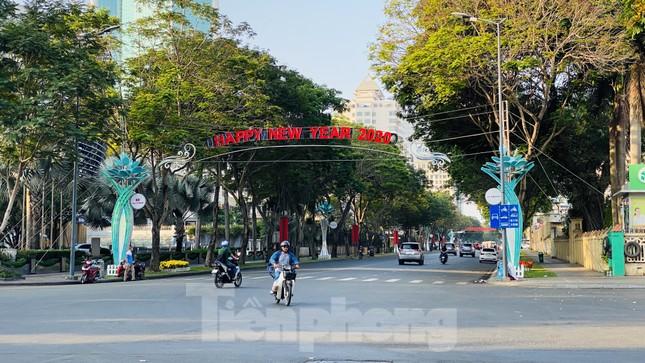 Đường phố Sài Gòn thông thoáng ngày đầu nghỉ Tết Nguyên đán 2020 ảnh 14