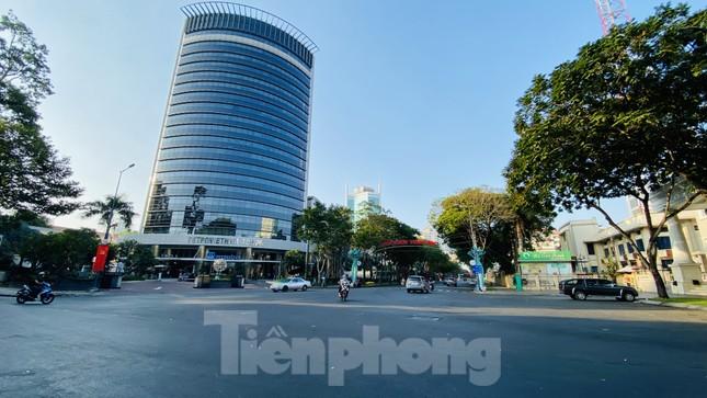 Đường phố Sài Gòn thông thoáng ngày đầu nghỉ Tết Nguyên đán 2020 ảnh 15