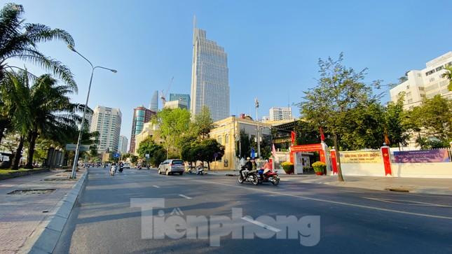 Đường phố Sài Gòn thông thoáng ngày đầu nghỉ Tết Nguyên đán 2020 ảnh 17