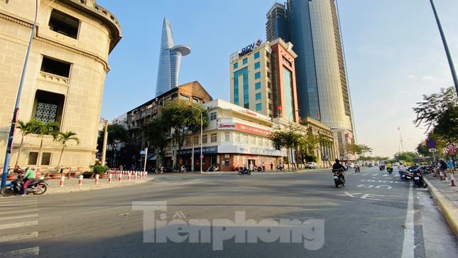 Đường phố Sài Gòn thông thoáng ngày đầu nghỉ Tết Nguyên đán 2020 ảnh 19