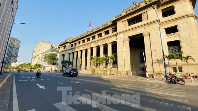Đường phố Sài Gòn thông thoáng ngày đầu nghỉ Tết Nguyên đán 2020 ảnh 20