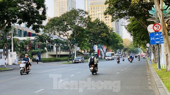 Đường phố Sài Gòn thông thoáng ngày đầu nghỉ Tết Nguyên đán 2020 ảnh 21