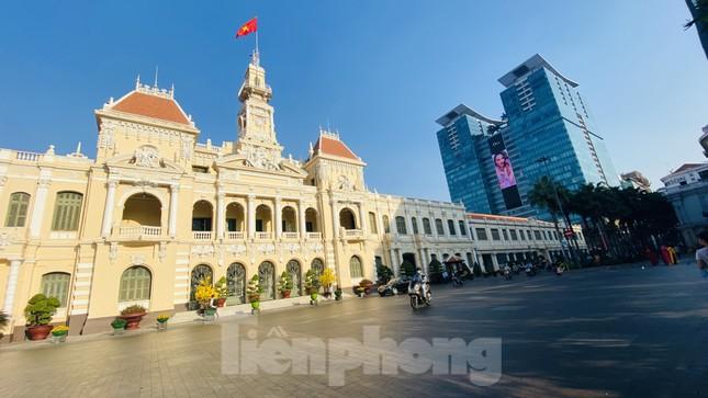 Đường phố Sài Gòn thông thoáng ngày đầu nghỉ Tết Nguyên đán 2020 ảnh 2