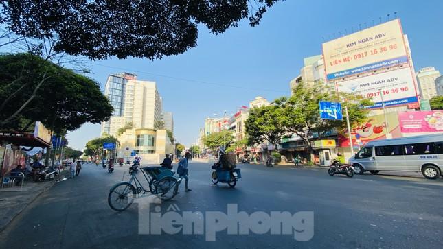 Đường phố Sài Gòn thông thoáng ngày đầu nghỉ Tết Nguyên đán 2020 ảnh 6