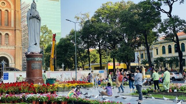 Đường phố Sài Gòn thông thoáng ngày đầu nghỉ Tết Nguyên đán 2020 ảnh 7