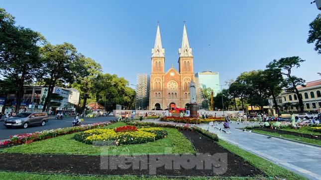 Đường phố Sài Gòn thông thoáng ngày đầu nghỉ Tết Nguyên đán 2020 ảnh 8