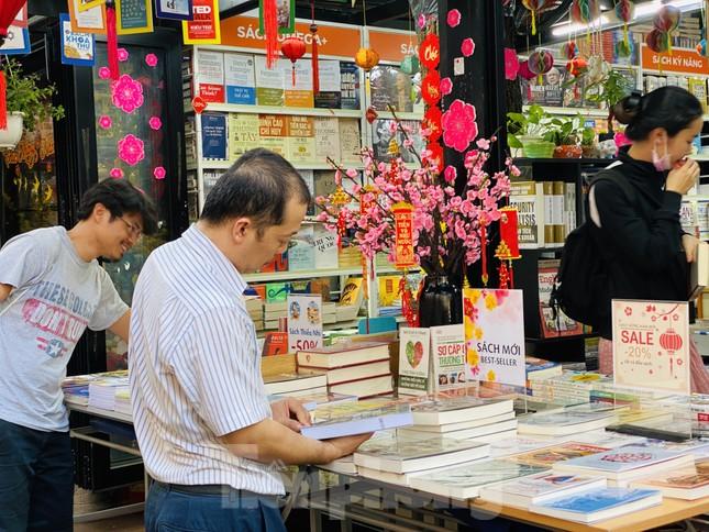 Nghỉ Tết, người Sài Gòn háo hức đến đường sách ảnh 15