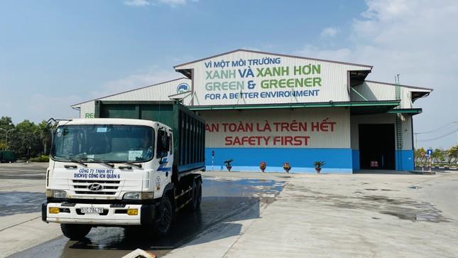 Lãnh đạo UBND TPHCM thăm, chúc tết công nhân xử lý rác ảnh 5