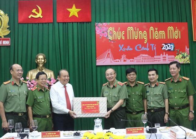 Phó Thủ tướng Thường trực Trương Hoà Bình thăm, chúc Tết Công an TPHCM ảnh 1