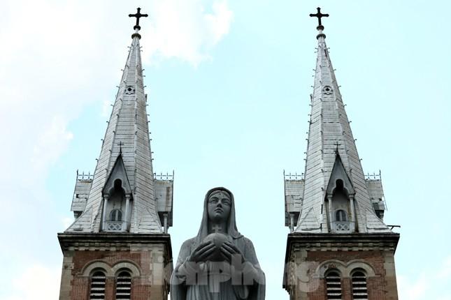 Cận cảnh nhà thờ Đức Bà trùng tu sắp xong ảnh 8