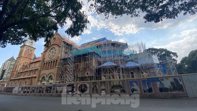 Cận cảnh nhà thờ Đức Bà trùng tu sắp xong ảnh 9