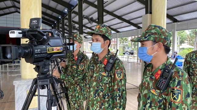 Lực lượng vũ trang tại TPHCM diễn tập phòng chống dịch Covid-19 quy mô lớn ảnh 2