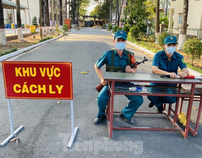 Cuộc sống trong khu cách ly gần sân bay Tân Sơn Nhất ảnh 1