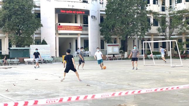 Cuộc sống trong khu cách ly gần sân bay Tân Sơn Nhất ảnh 6