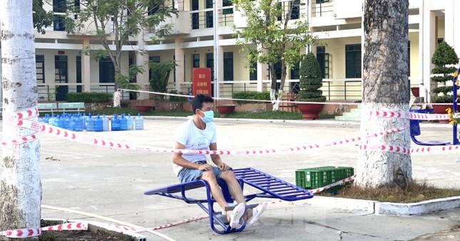 Cuộc sống trong khu cách ly gần sân bay Tân Sơn Nhất ảnh 9