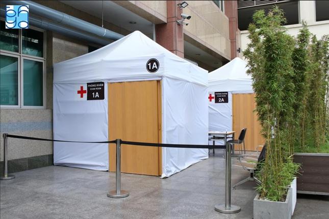 Bệnh viện hiến kế mô hình giảm nguy cơ lây nhiễm bệnh Covid-19 cho nhân viên y tế ảnh 1