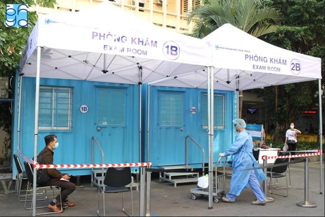 Bệnh viện hiến kế mô hình giảm nguy cơ lây nhiễm bệnh Covid-19 cho nhân viên y tế ảnh 3
