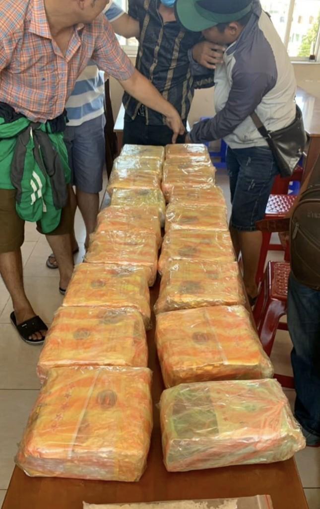 Đánh sập đường dây buôn bán ma túy 'khủng' ở TPHCM ảnh 2