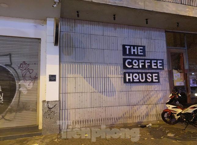 Hàng quán ở TPHCM đồng loạt đóng cửa để chống dịch bệnh Covid-19 ảnh 3