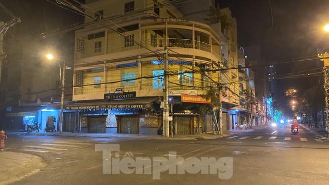 Hàng quán ở TPHCM đồng loạt đóng cửa để chống dịch bệnh Covid-19 ảnh 9