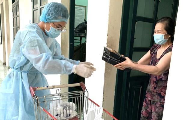 Sau 'ổ dịch' COVID-19 ở Bạch Mai, TPHCM rà soát tất cả các bệnh viện ảnh 1