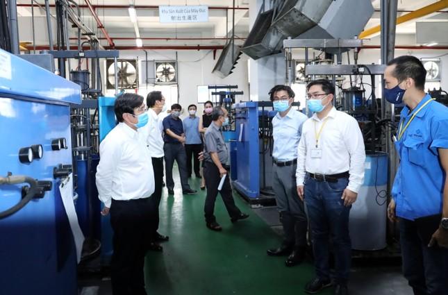 TPHCM ban hành bộ tiêu chí đánh giá rủi ro về lây nhiễm SARS-CoV-2 tại doanh nghiệp ảnh 2