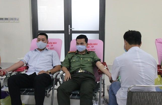 """Chiến sĩ Công an TPHCM tham gia, hưởng ứng Ngày """"Toàn dân hiến máu tình nguyện"""" ảnh 1"""