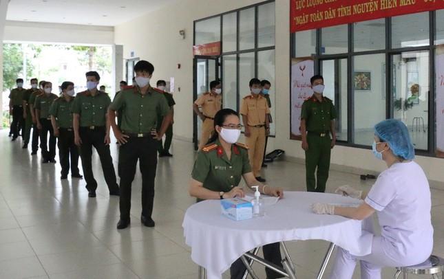 """Chiến sĩ Công an TPHCM tham gia, hưởng ứng Ngày """"Toàn dân hiến máu tình nguyện"""" ảnh 2"""