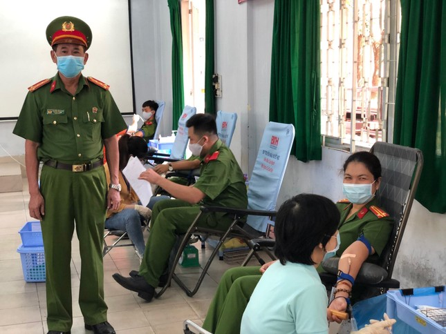 Hơn 600 Cảnh sát hiến máu cứu người mùa dịch COVID-19 ảnh 1