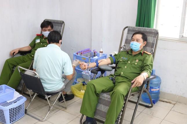 Hơn 600 Cảnh sát hiến máu cứu người mùa dịch COVID-19 ảnh 2