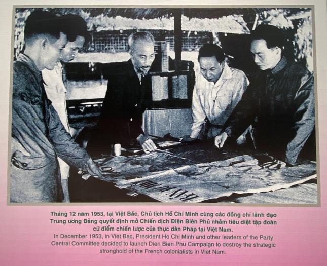 Nhìn lại những hình ảnh về cuộc đời và sự nghiệp của Bác Hồ kính yêu ảnh 16