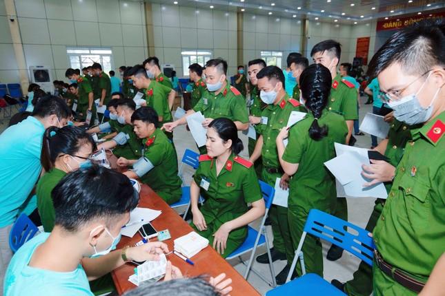 Hơn 1000 cảnh sát hiến máu cứu người ảnh 1