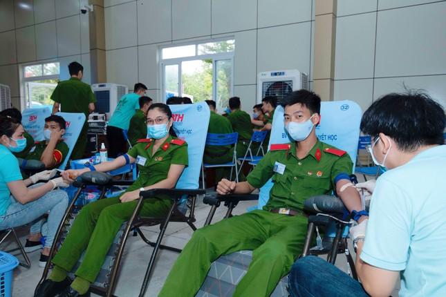 Hơn 1000 cảnh sát hiến máu cứu người ảnh 3