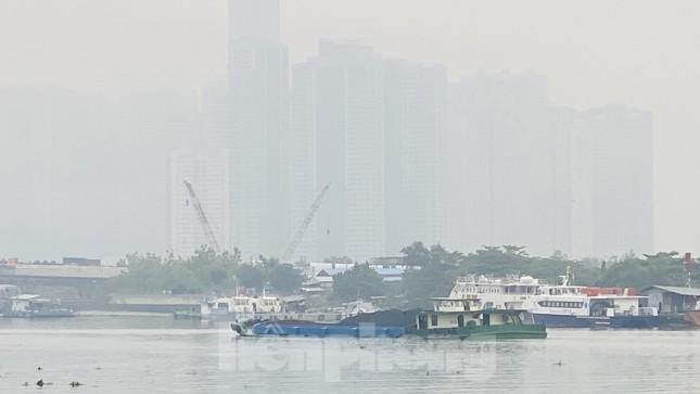 Bầu trời Sài Gòn âm u, chìm trong sương mù ảnh 5