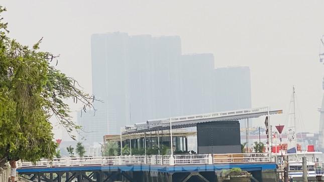 Bầu trời Sài Gòn âm u, chìm trong sương mù ảnh 6
