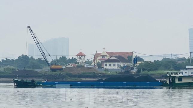 Bầu trời Sài Gòn âm u, chìm trong sương mù ảnh 9