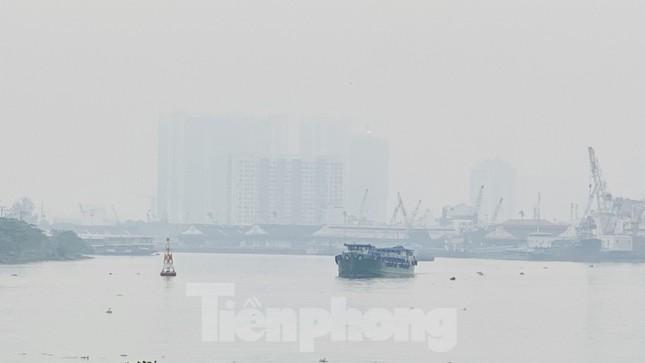 Bầu trời Sài Gòn âm u, chìm trong sương mù ảnh 10
