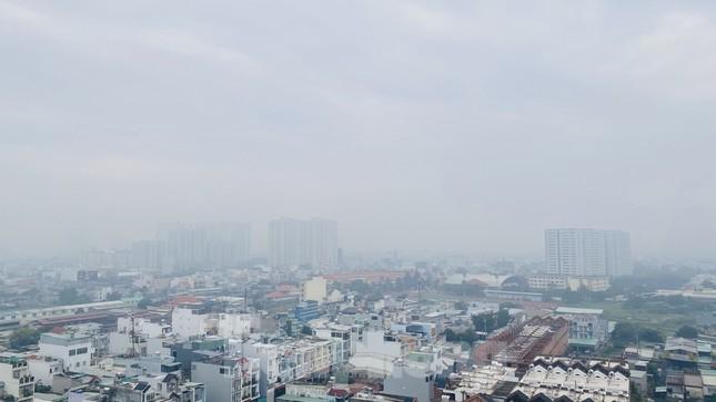 Bầu trời Sài Gòn âm u, chìm trong sương mù ảnh 16