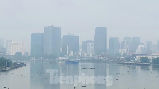Bầu trời Sài Gòn âm u, chìm trong sương mù ảnh 13
