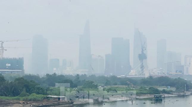 Bầu trời Sài Gòn âm u, chìm trong sương mù ảnh 12