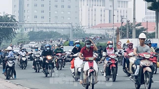 Bầu trời Sài Gòn âm u, chìm trong sương mù ảnh 2