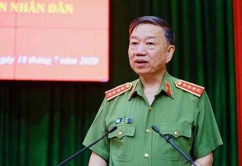 Thăng cấp bậc hàm thiếu tướng cho Phó Giám đốc Công an TPHCM ảnh 2
