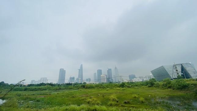 Tiết trời se lạnh, mây mù bao phủ trung tâm TPHCM ảnh 5