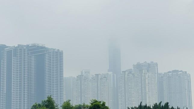 Tiết trời se lạnh, mây mù bao phủ trung tâm TPHCM ảnh 7