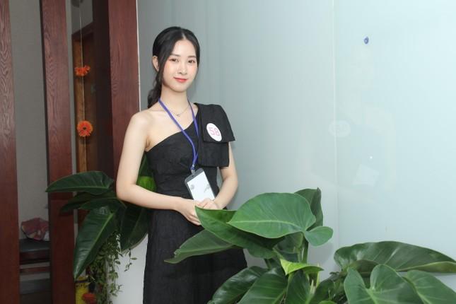 Thí sinh bật mí lý do mặc chiếc áo bà ba, khăn rằn Nam Bộ đi sơ khảo Hoa hậu Việt Nam ảnh 3