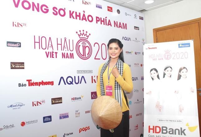 Thí sinh bật mí lý do mặc chiếc áo bà ba, khăn rằn Nam Bộ đi sơ khảo Hoa hậu Việt Nam ảnh 2