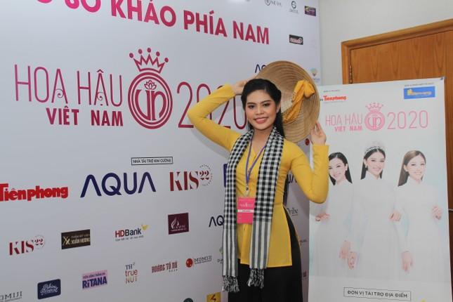 Thí sinh bật mí lý do mặc chiếc áo bà ba, khăn rằn Nam Bộ đi sơ khảo Hoa hậu Việt Nam ảnh 1