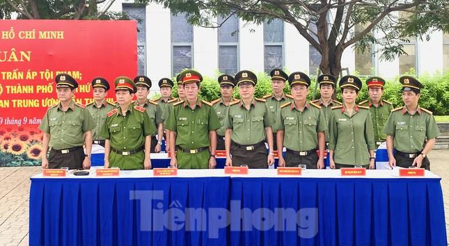Thiếu tướng Lê Hồng Nam phát động ra quân trấn áp tội phạm ảnh 4